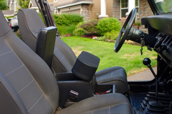 A Jeep Wrangler YJ Console Open